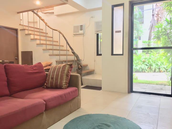 Refreshing Villa Style Home inCity nr malls&fuente
