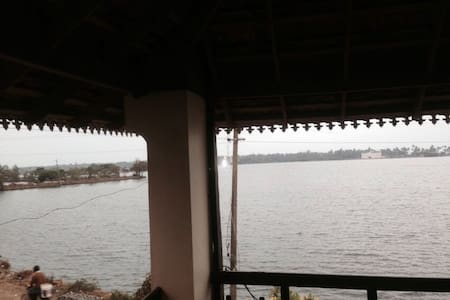 Room by the backwaters at Sunny Cherai - Kuzhuppilly