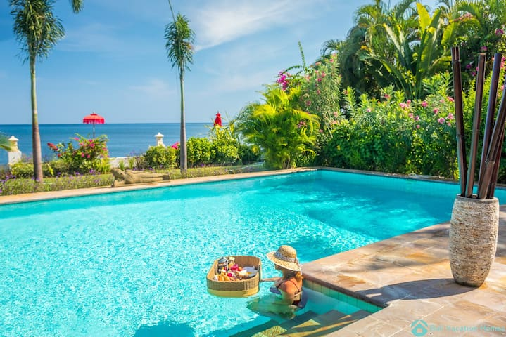 Villa Agus Mas ~ 5⭐️ Lovina Beachfront Villa