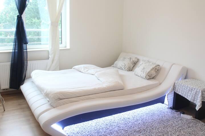 Big Room,modern ,very comfortable+breakfast +wifi