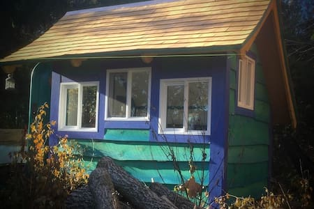 Hand crafted Teeny-Tiny House! - Shelburne