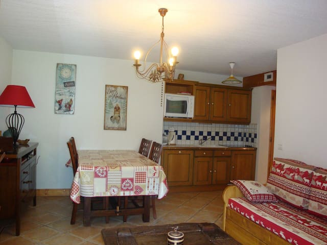 Cosy, warm apartment - next to leisure centre