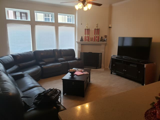 Clear Lake Townhome Next Door To  Nasa!