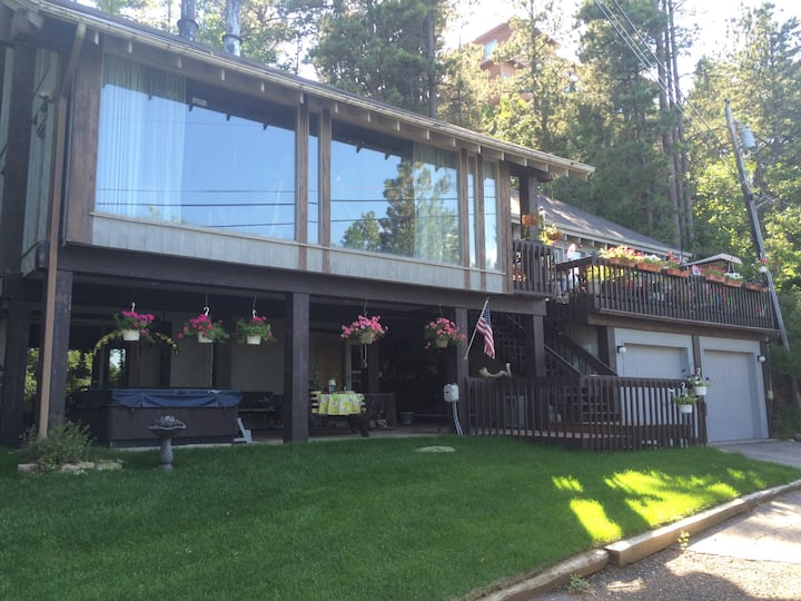 4. Lakeside Rapid City Home With Views