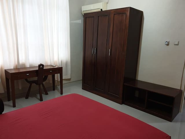 Big comfy space, 5 minutes walk from Blok M MRT