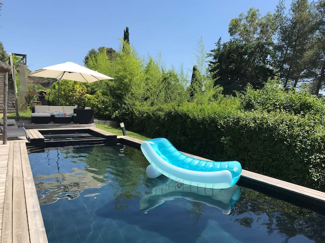 Détente au bord d'une piscine-Jacuzzi pour 2