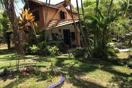 Casa aconchegante na beira da lagoa aruá - Mata de São João