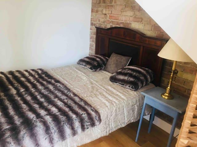 Charming 1bed loft flat W4, Chiswick, bathroom, 4