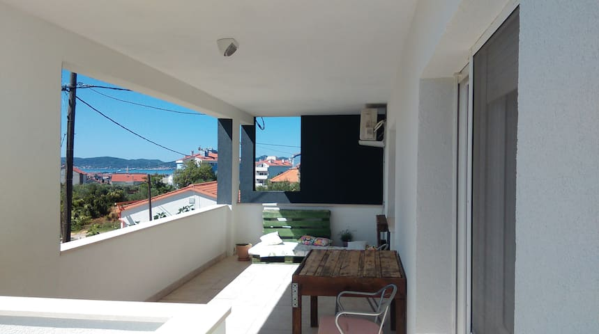 Spacious with Big Sunny Terrace   TERRAeSAL#1 - Zadar - Departamento