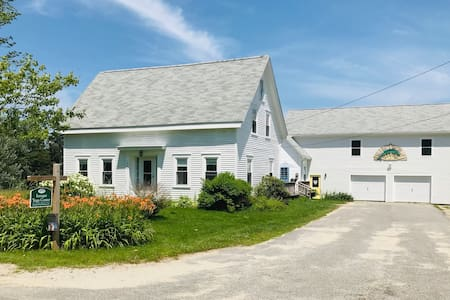 6 Bedroom Coastal Maine Farmhouse - 90 Day Rental