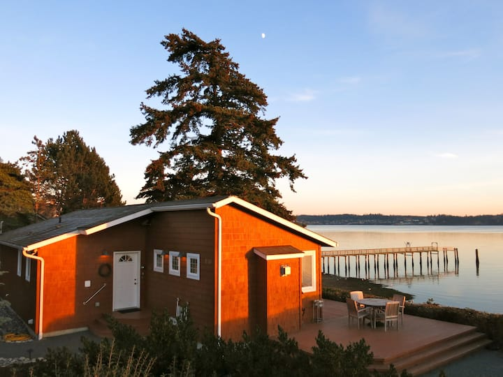 Sandpiper Haven: Whidbey Waterfront Beach House