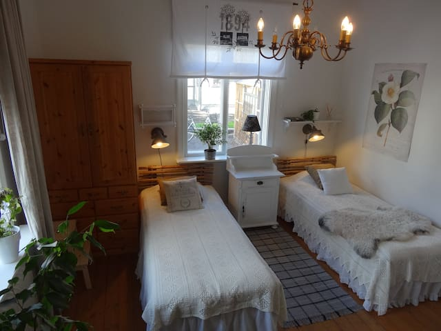 Charming room in central Sunne