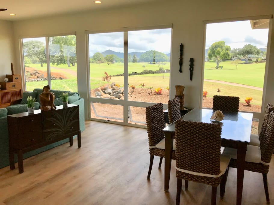 Dining-table with Golf Course & Mountain View