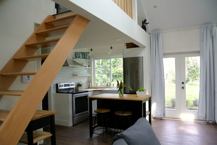 Oakleigh Carriage House- Modern and New! - Victoria - Huis