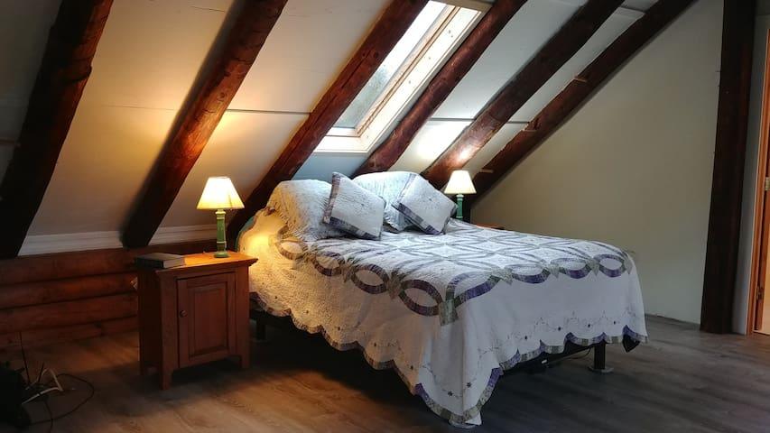 Waterbury, VT  Cozy  log home apartment