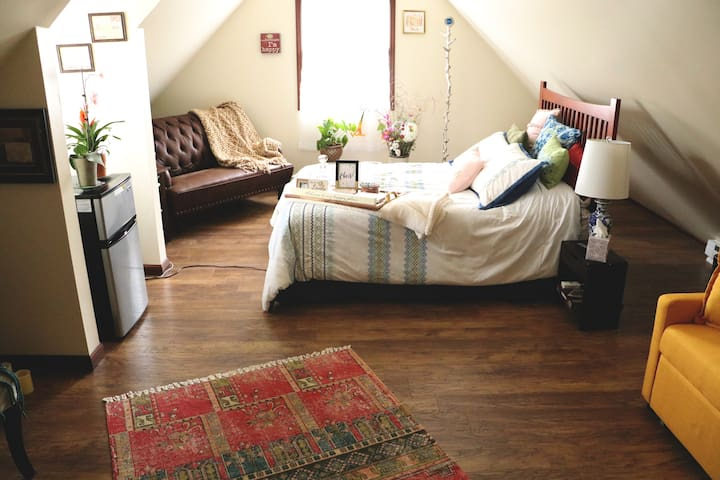 Luba's 2 Beautiful Bedrooms
