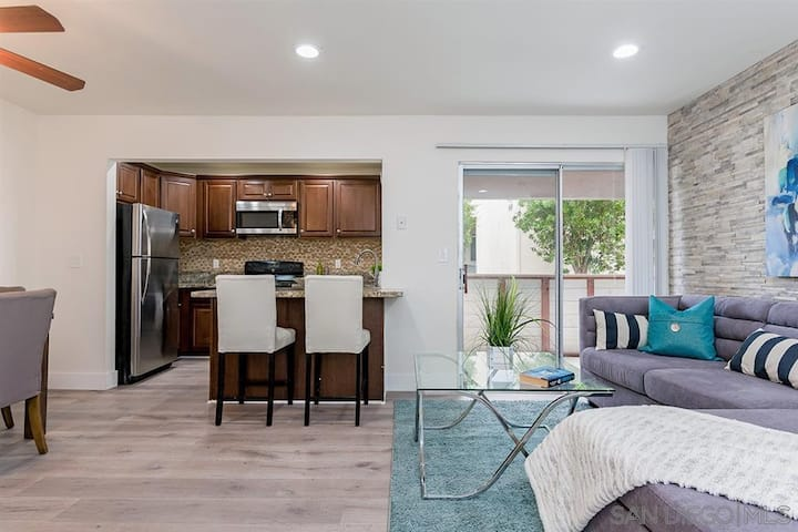 Private Rm2 w Pool & Jacuzzi in Heart of San Diego