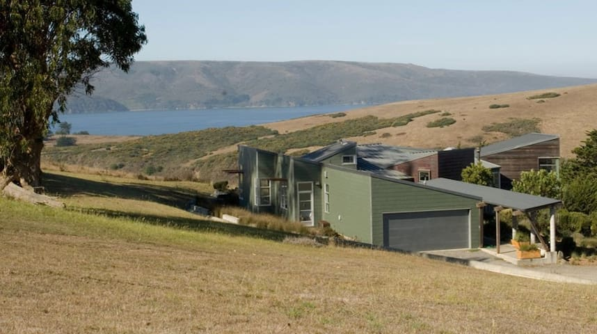 Modernist Masterpiece Overlooking Tomales Bay - Tomales
