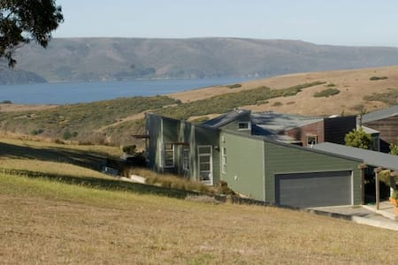 Modernist Masterpiece Overlooking Tomales Bay - Tomales - 独立屋