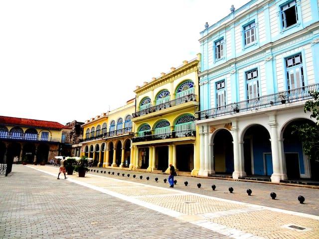 El Balcón Colonial de Yamelis in Old Havana 1