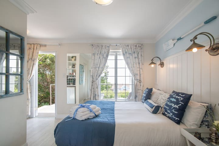 The Cabin Room, Simon's Town