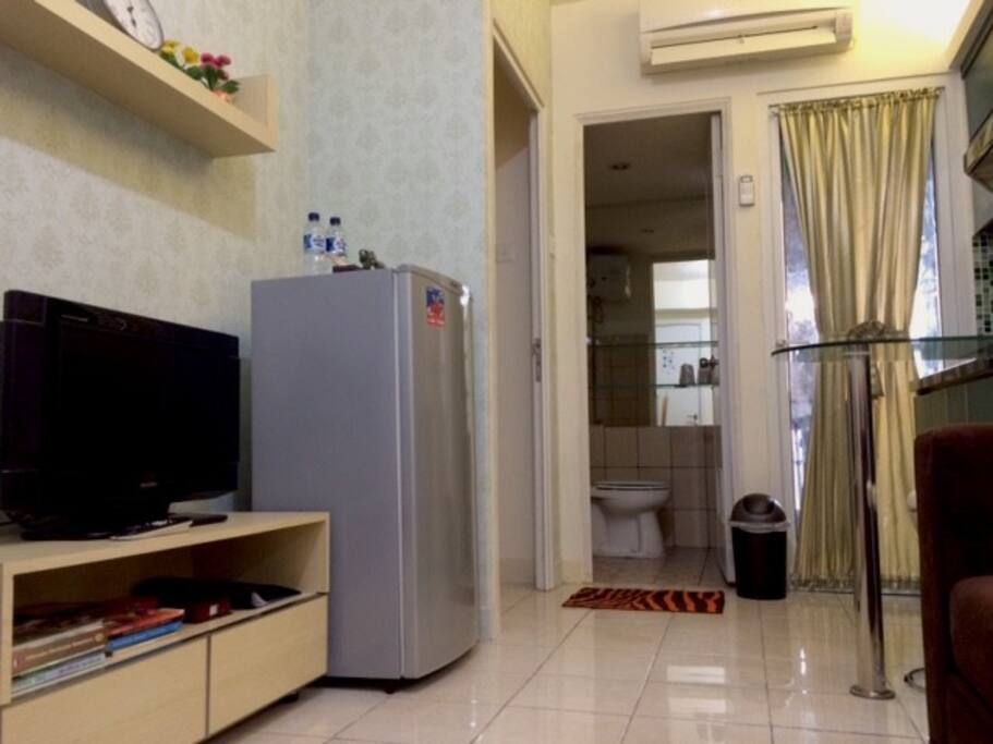 living room with tv cable
