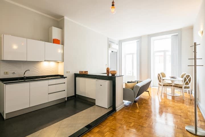 1 bedroom apartment Bolhão market-yellow