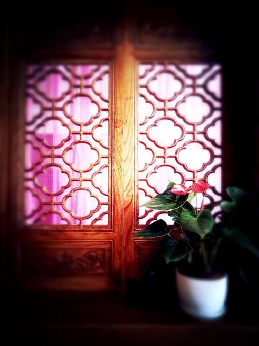 花窗,纱帘,非常的中国。