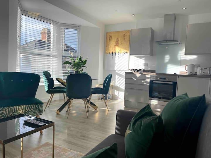 Stylish flat with parking in trendy Pontcanna