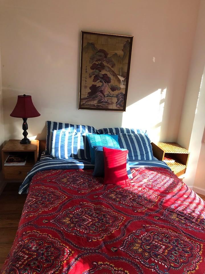 cozy room P. Close to all essentials.