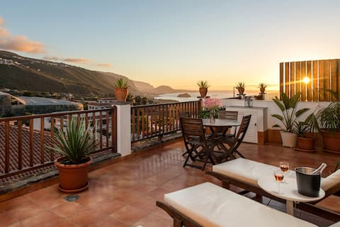 Private sun terrace, bbq area, views, wifi, concierge, in Villa [B]