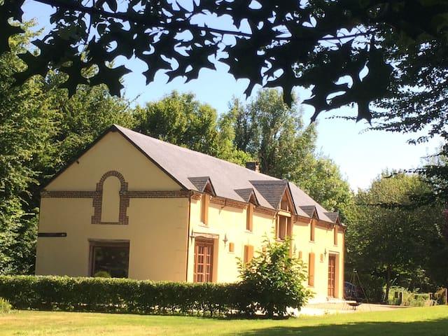 Pays d'Auge - Grande maison familiale au calme - Ouilly-du-Houley - Rumah