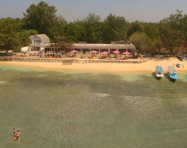Meno Mojo Beach Resort - Deluxe Beach Front