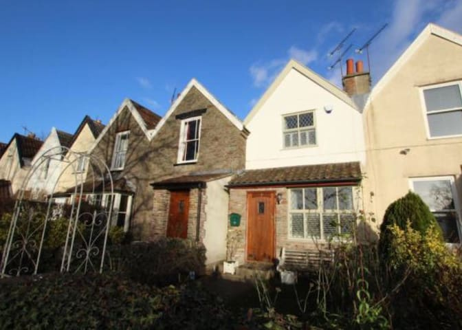 Beautiful Frenchay Cottage - 2 bed - Bristol - Dom