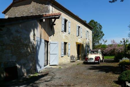 """""""La Ferme"""" au calme dans le hameau de La Bourdère"""