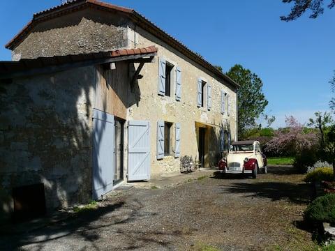 """""""La Ferme"""" quiet in the hamlet of La Bourdère"""