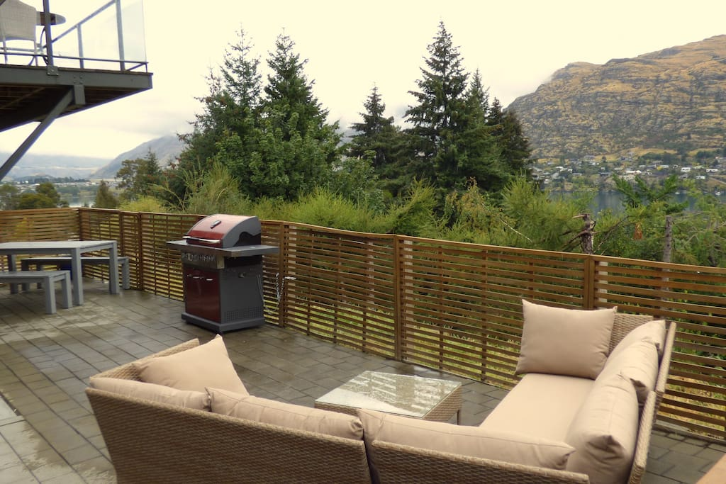 Downstairs outdoor entertainment area