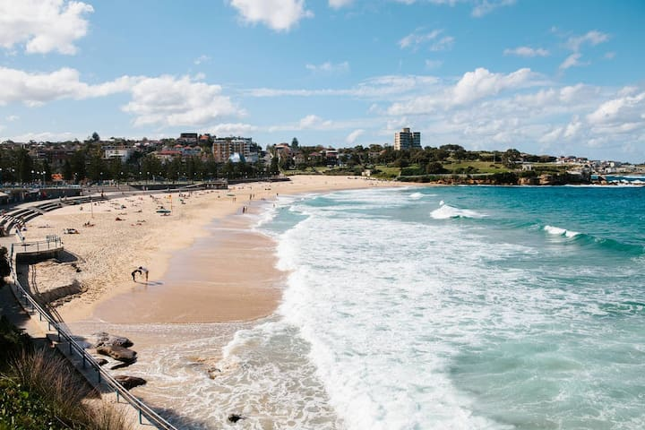 Elegant Beachside Apartment with Sea Views - Coogee - Appartement