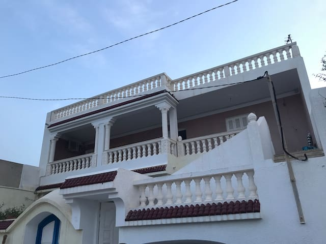 Maison avec une vue sur la belle mer de Salakta