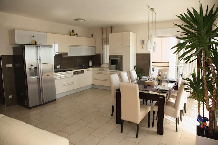 Toma - Two Bedroom Apt with Sea View (A2)