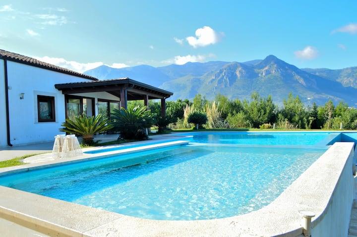 Meravigliosa villa indipendente con ampia piscina
