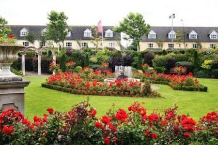 Abbey Court Lodges - 5 Bed Lodge, Sleeps 10 - Nenagh