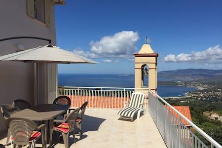 Maison vue panoramique mer et golfe - House