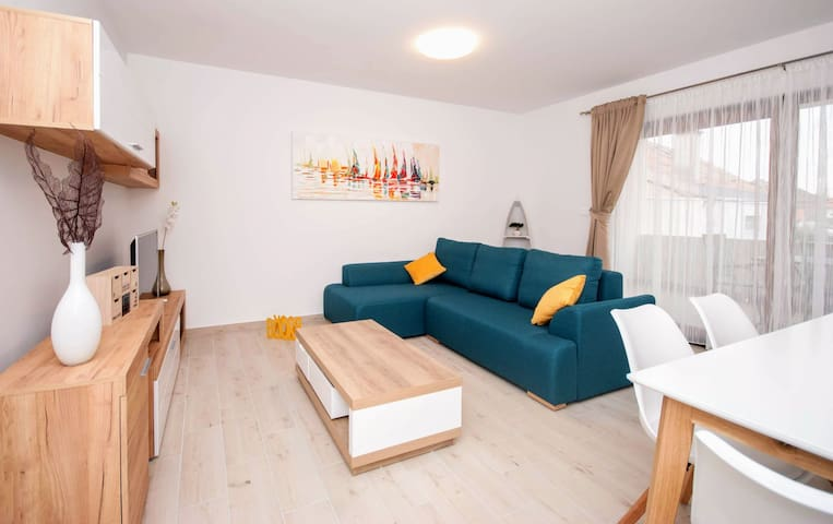 """BELLA"" new, modern apartment 100 m from the beach"