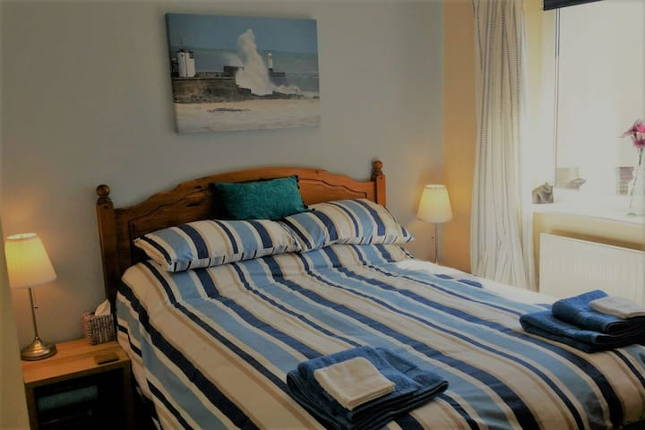 Quiet room, breakfast, near to beach and Porthcawl
