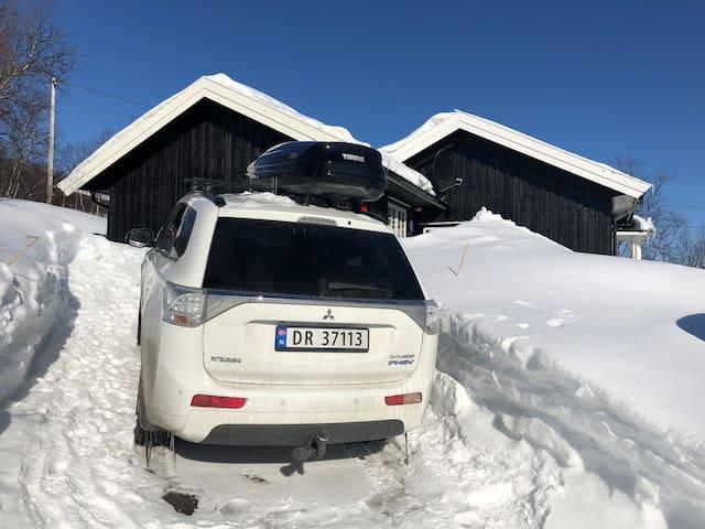 Parkering ved hytta om vinteren.