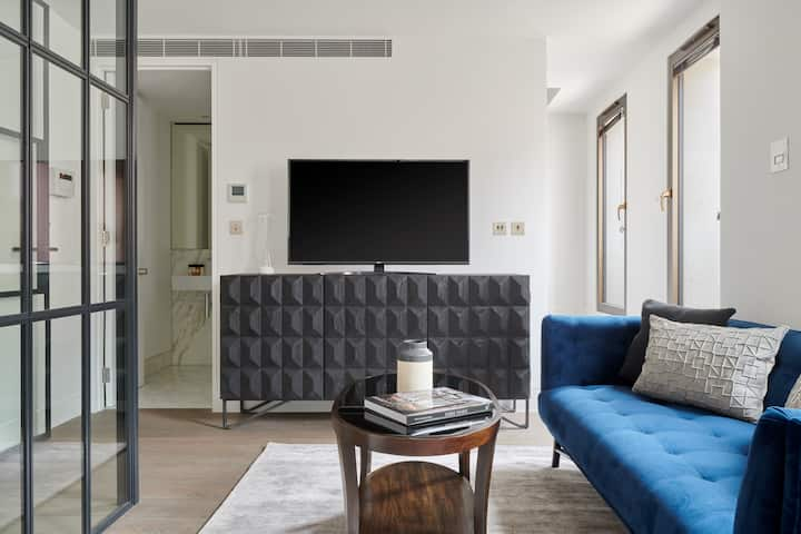 Sonder at Maughan Library | Bold 2BR on Chancery Lane