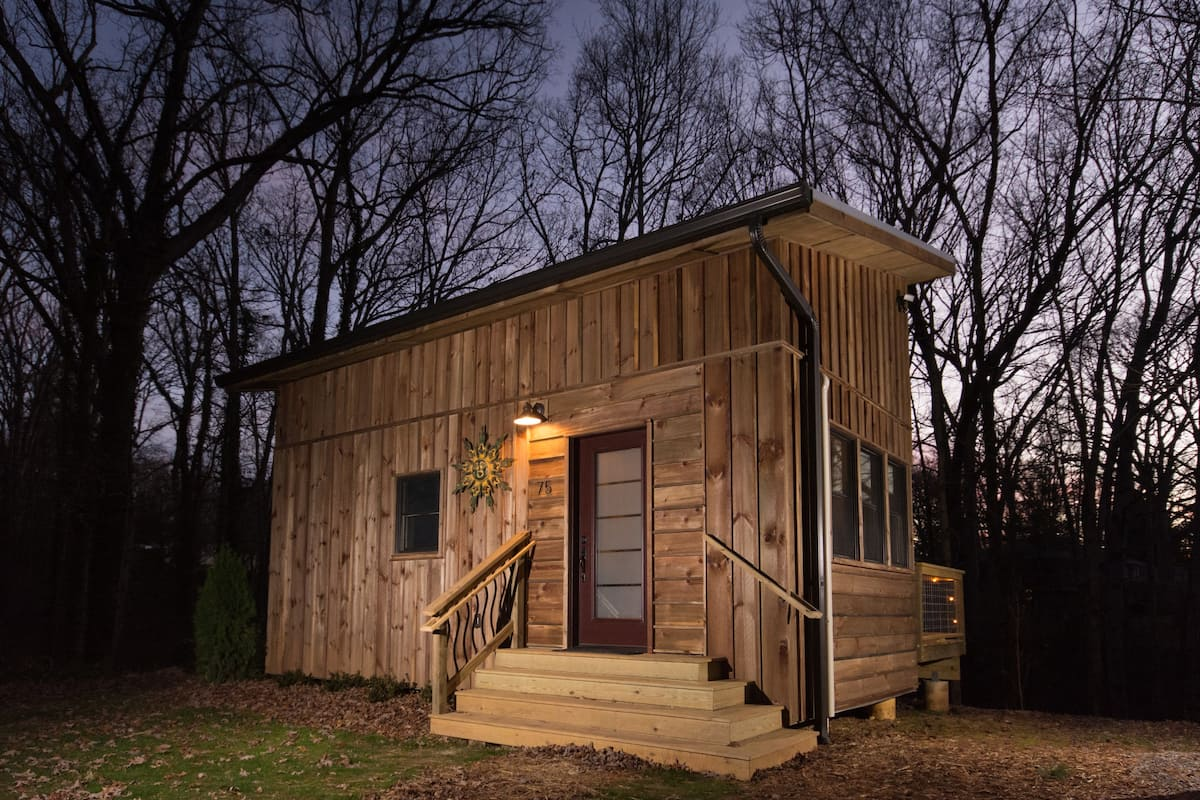 Rustic tiny home Airbnb in Asheville