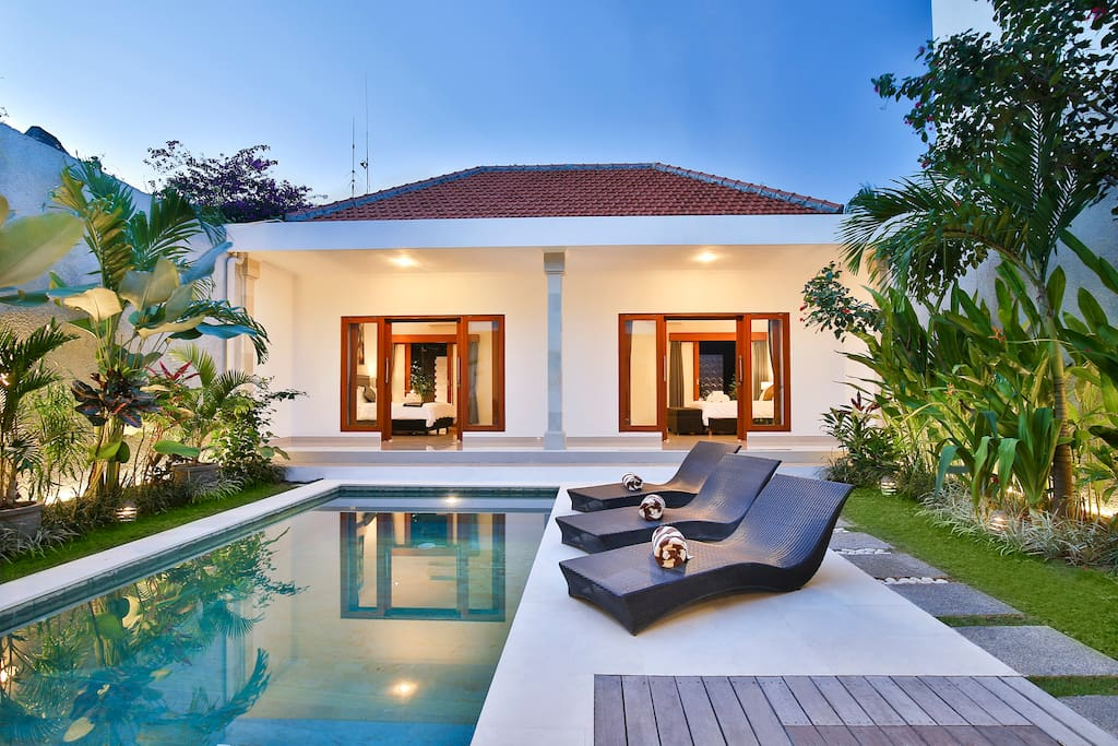 villa mia in the heart of seminyak bali villen zur miete in kuta bali indonesien. Black Bedroom Furniture Sets. Home Design Ideas