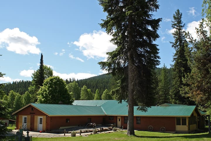 "YAAK RIVER LODGE (Home of the ""Mountain Men"" show"